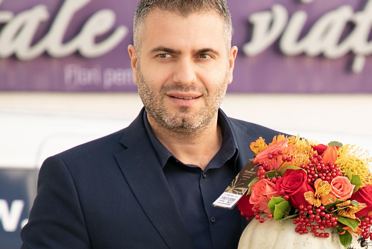 Cum livram comenzi flori online? FlorideLux cauta curieri!
