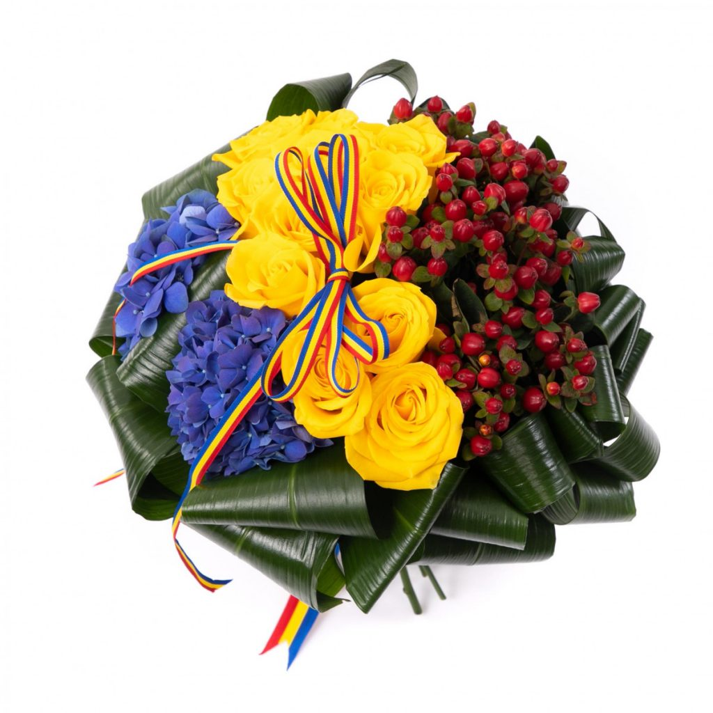 La multi ani tuturor romanilor!, Buchet de flori tricolor, doar 399.99 Ron!