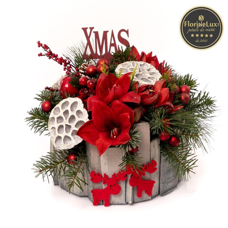 Darnic și bun: aranjament de Crăciun flori roșii, doar 289,99 RON!