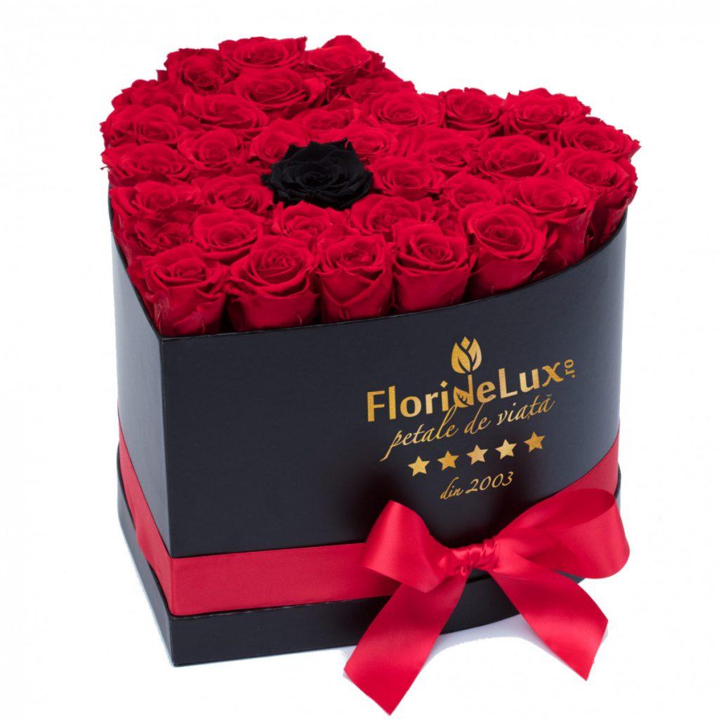 Cutie 34 trandafiri roșii și unul negru, doar 439,99 RON!