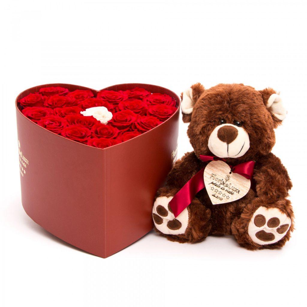 Ghid supraviețuire Ziua Îndrăgostiților pentru bărbați, Trandafiri FOREVER LOVE și ursuleț de pluș, doar 1179,99 RON!