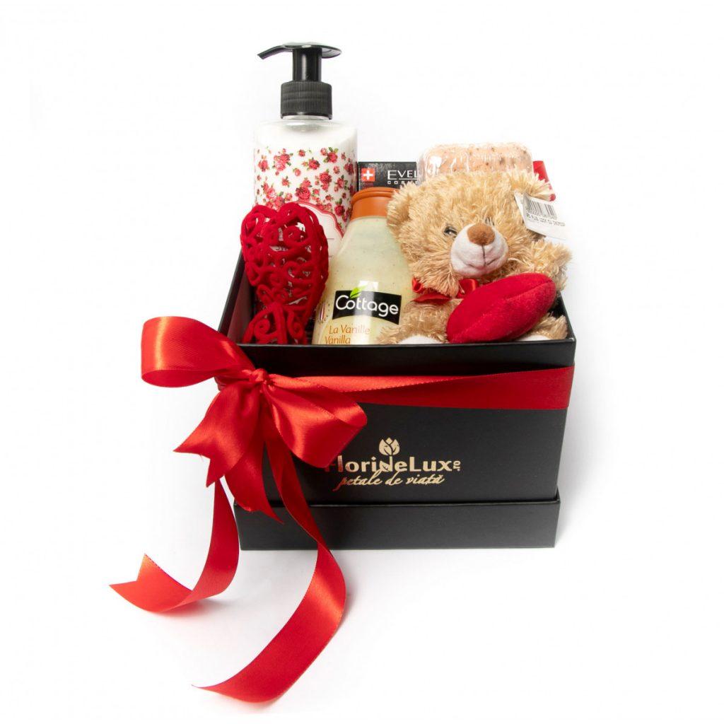 Idei pentru Valentine's Day. Ce cadou îi poți cumpăra persoanei iubite, Set cosmetice Love Elements, doar 199 RON!