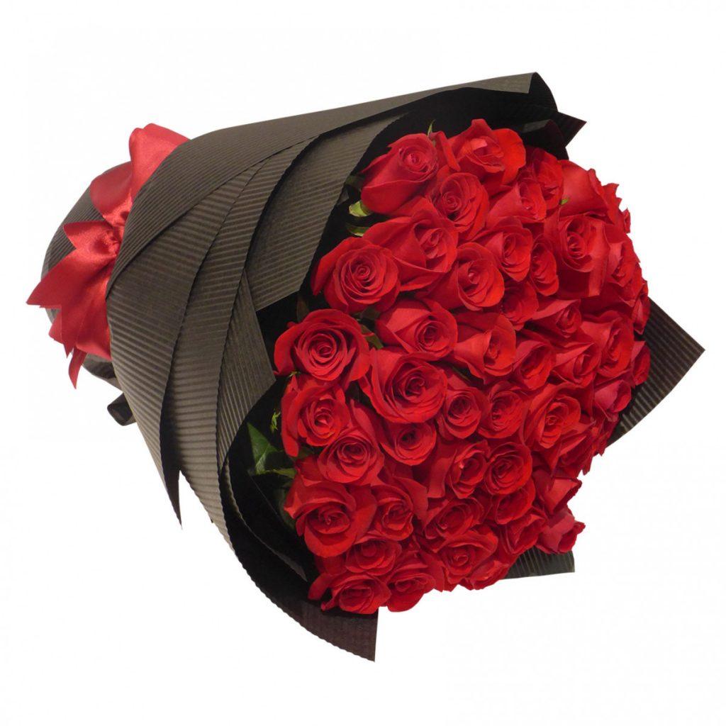Citate și mesaje de Ziua Îndrăgostiților - mesaje perfecte pentru tine, 79 trandafiri în buchet romantic, doar 895,99 RON!