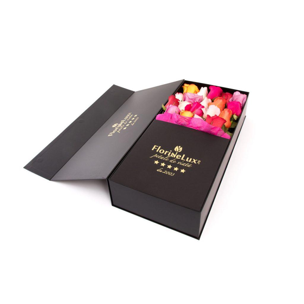 Cutii cu flori de la FlorideLux, Cutie trandafiri multicolori de lux, doar 359,99 RON!