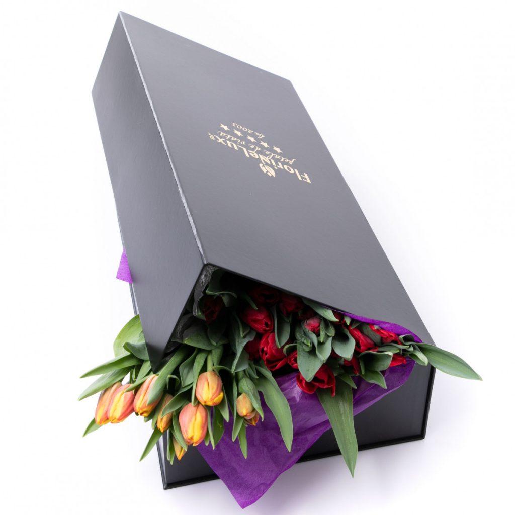 Cutii cu flori de la FlorideLux, Cutie rafinata cu lalele, doar 299 RON!