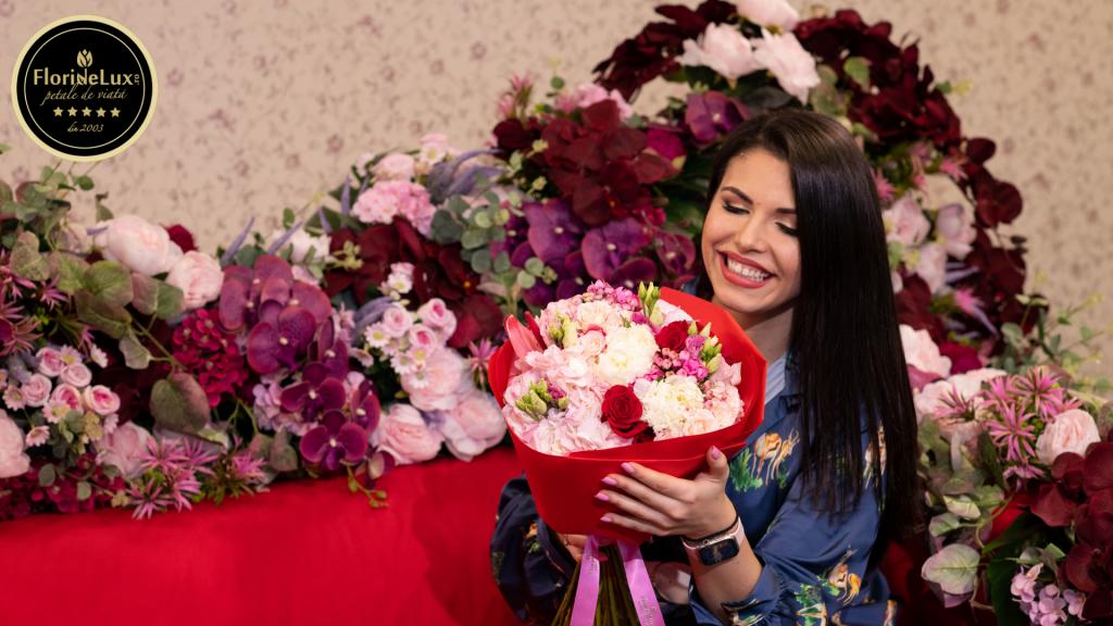 """Buchetele de flori sunt acum """"îmbrățișări înlocuitoare"""""""