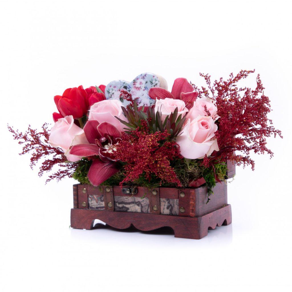 Florărie Alba-Iulia, Cufăr gingaș cu flori de iubire, doar 199 RON!