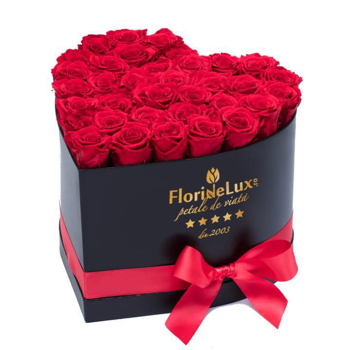 Cutie inimă 35 trandafiri roșii, doar 399,99 RON